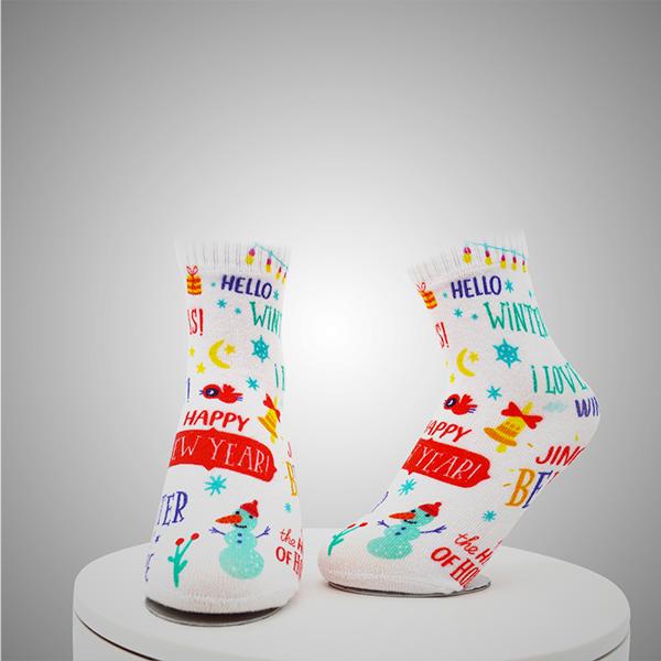 Slika čarapa s digitalnim tiskanim uzorkom kompasa
